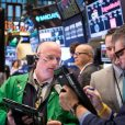 US markets tick lower on trade uncertainty