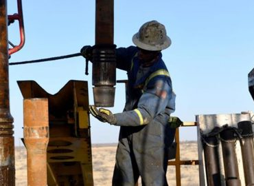 Oil collapses, pushing share prices lower