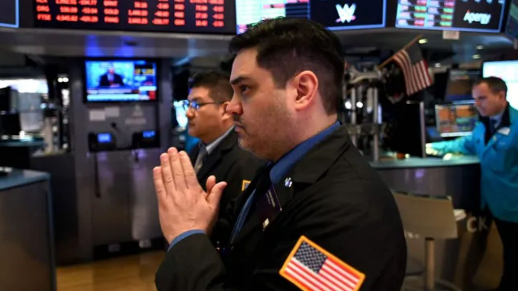 Tech sell down leads the US lower with all sectors in the red