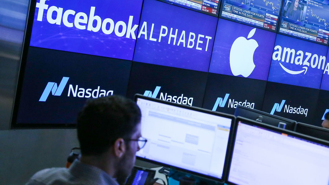 Tech and Discretionary shares drive US lower